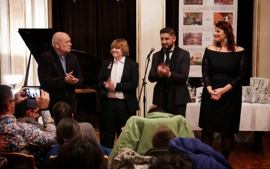 Koncert a Virtuózokkal és Fellegi Ádámmal közösen a Fóti Gyermekotthon lakóinak